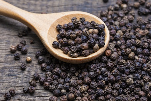 Peppercorns containing high amount carryophyelene